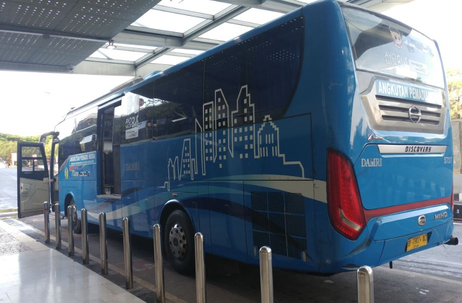 Tempat naik bus damri di Bandara Makassar