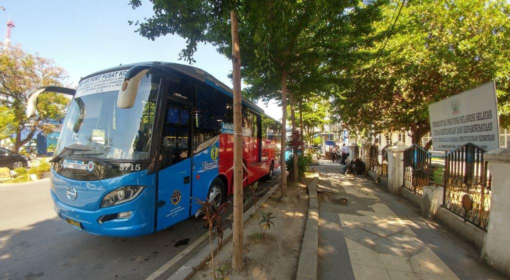 Tempat naik bus Damri ke bandara dari Makassar